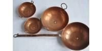 Casseroles miniatures en cuivre vintage pour enfant