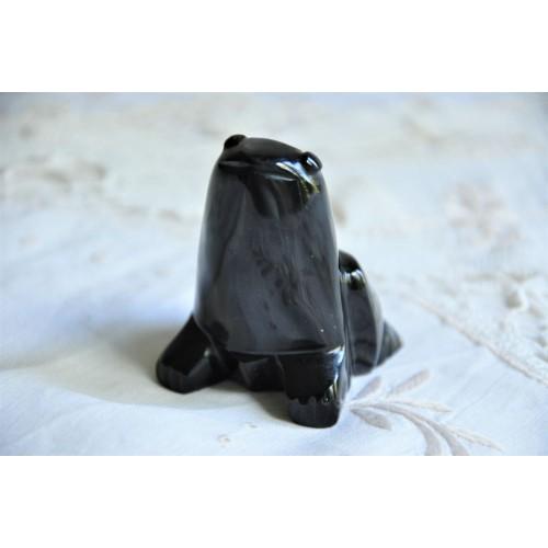 Sculpture de grenouille en obsidienne noire