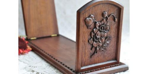 Serre-livres pliant ancien en chêne sculpté
