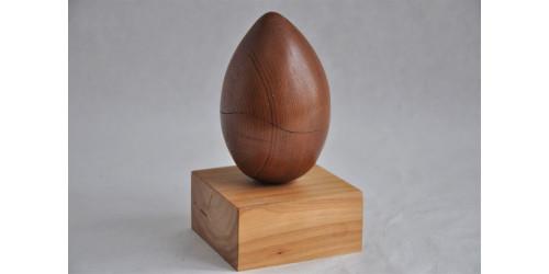 Sculpture d'œuf en bois signée Jacques Huet