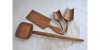 Ustensiles de cuisine anciens bien patinés
