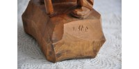 Sculpture sur bois d'un vieil homme signée Y. St. P.