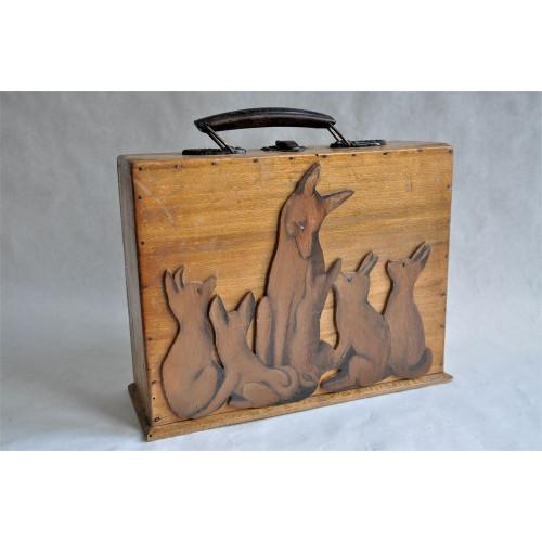 Boîte de premiers soins pour scouts louveteaux