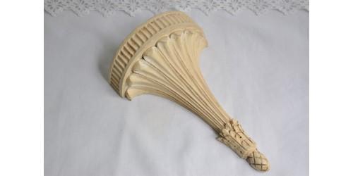 Petite tablette d'applique en bois sculptée à la main