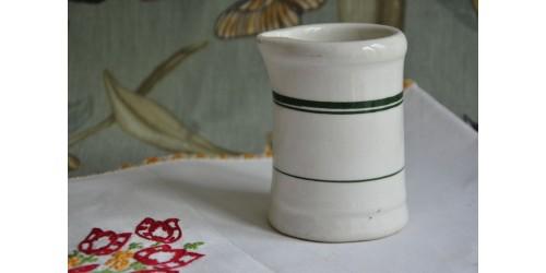 Petit pot à lait Medalta Canada années 50