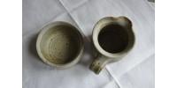 Sucrier et pot à lait en grés signés