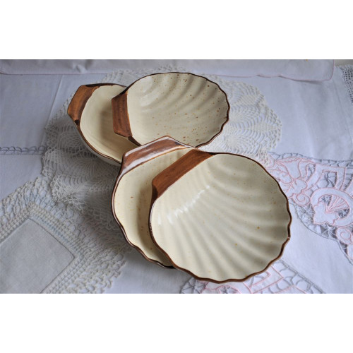 Laurentian Pottery Vintage Shell Shaped Dishes