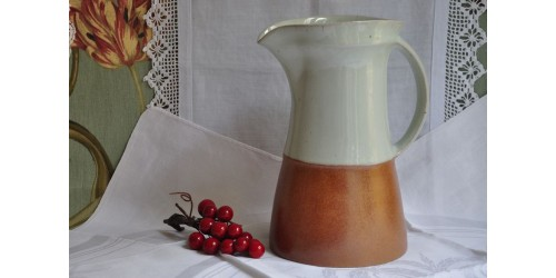 Pichet Sial en grès bicolore rouille et crème