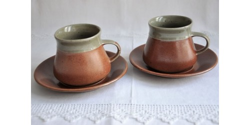 Vintage Cups and Saucers of Sial Oval Dinnerware