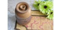 Pot couvert en grès ocre et brun moucheté