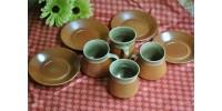Tasses et soucoupes en grès vert céladon