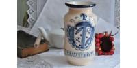 Pot de pharmacie artisanal à décor bleu