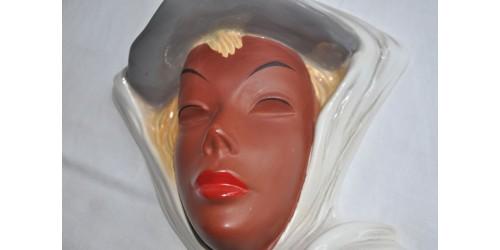 Masque Cortendorf en céramique polychrome
