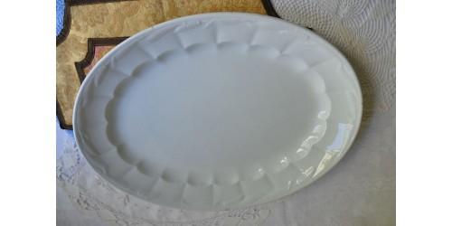 Plat ovale ancien Furnivals en céramique blanche