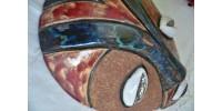 Masque africain émaillé polychrome en argile