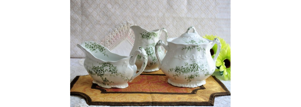 Fine Green and White Earthenware