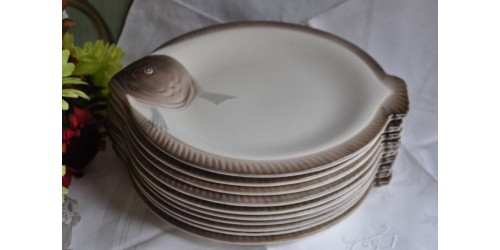 Set of French 1930s Longwy Fish Plates
