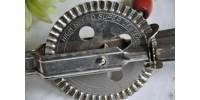 Batteur à oeuf mécanique ancien