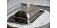 Beurrier Art Déco en acier inoxydable embossé