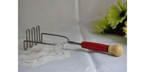 Presse-purée en fil de métal à poignée en bakélite