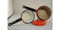 Vaisselle vintage émaillée blanc et rouge
