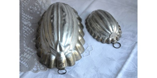 Antique Pressed Tin Oval Jelly Aspic Mold
