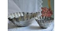 Moules ovales anciens en fer blanc