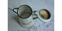 Crémier ou cafetière à expresso en tôle émaillée