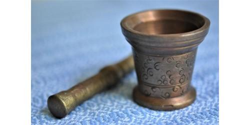 Mortier artisanal en bronze avec pilon