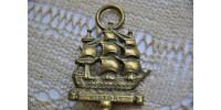 Objet souvenir en laiton du navire HMS Victory