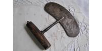 Couteau de gratttage des peaux type Inuit