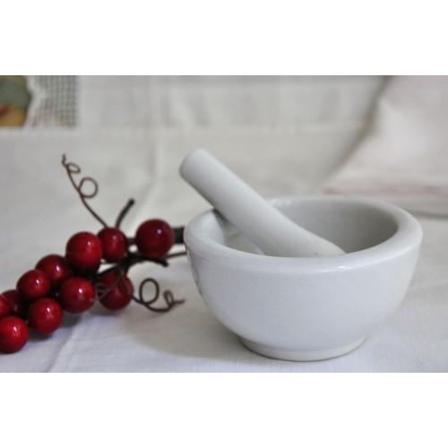 Mortier et pilon de dentiste en porcelaine