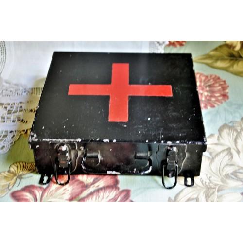 Coffret de matériel de premiers soins vintage