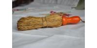 Petits balais à main en fibres naturelles