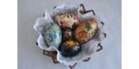 Oeufs d'Europe de l'Est peints de motifs floraux