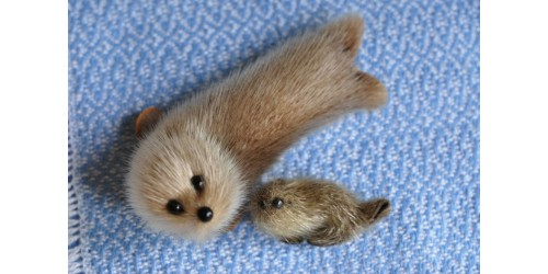 Bébé phoque et sa maman en vraie fourrure