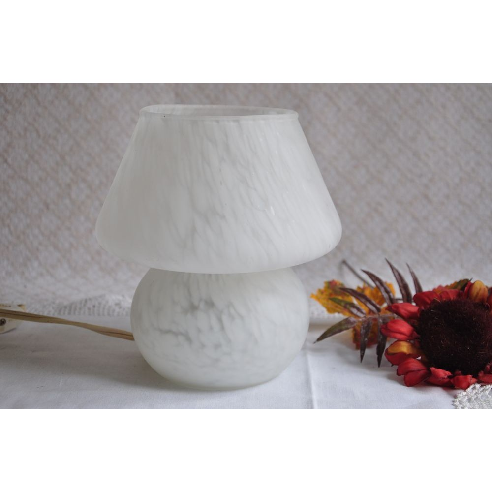 lampe de table de nuit vintage blanche forme champignon murano. Black Bedroom Furniture Sets. Home Design Ideas