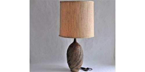Grande lampe de table en grès dans des tons de terre
