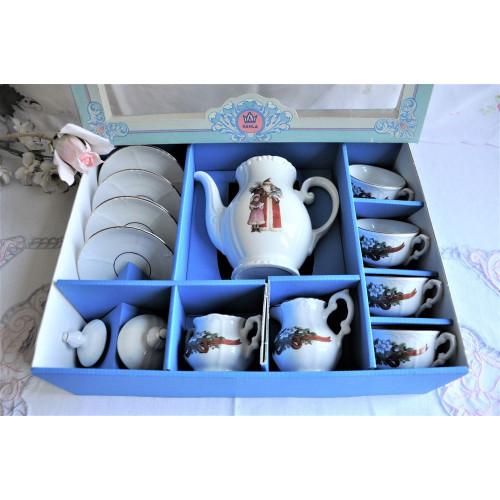 Service à thé miniature avec motif de Noël