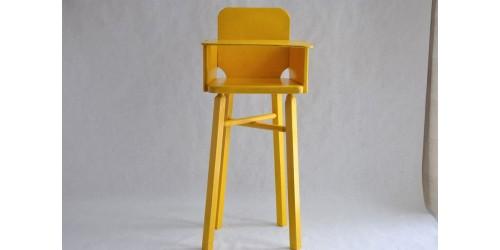 Chaise haute de poupée en bois faite à la main
