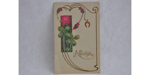 Carte postale avec cœur et trèfles porte-bonheur