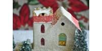 Petit village de Noël avec maisons et sapins - 3