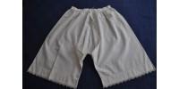 Culottes anciennes en coton agrémentées de dentelle