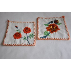 Poignées faites à la main et brodées de fleurs