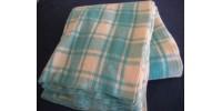 Couverture en laine à carreaux bleu et crème