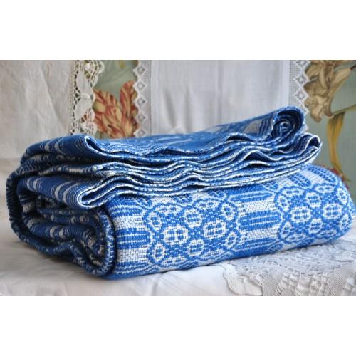 Grande couverture bleue tissée au métier