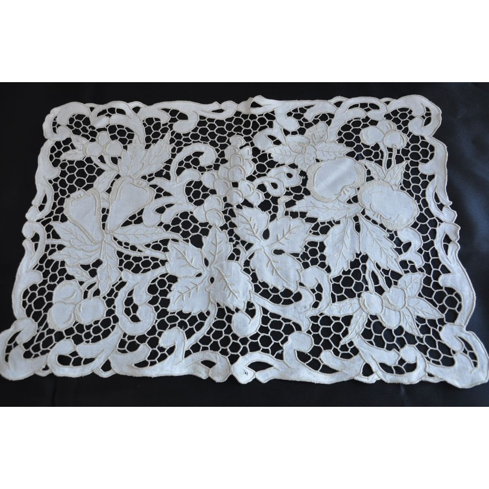Vintage Table Linen 8 Setting Madeira embroidery Table Centre Intricate filet lace edge 17 pieces Matching Napkins /& Placemats Ex Con