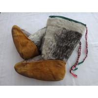 Mocassins Inuits en peau de caribou et de phoque