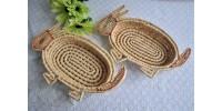 Paniers en forme de lapins en maïs tressé