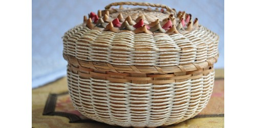 Panier amérindien en frêne et foin d'odeur